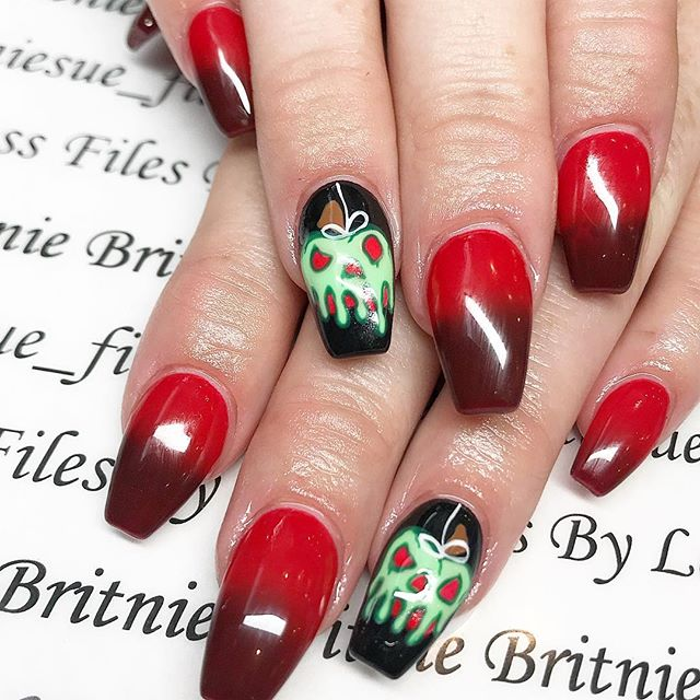 30 Cool and Easy Halloween nail art designs for Women img 1