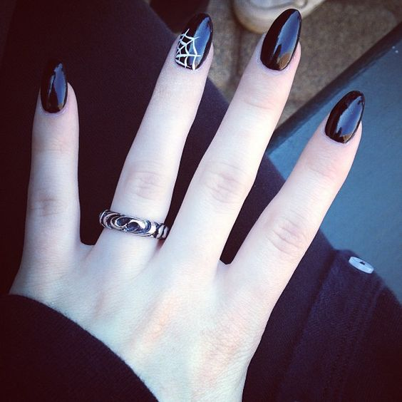 30 Cool and Easy Halloween nail art designs for Women img 28
