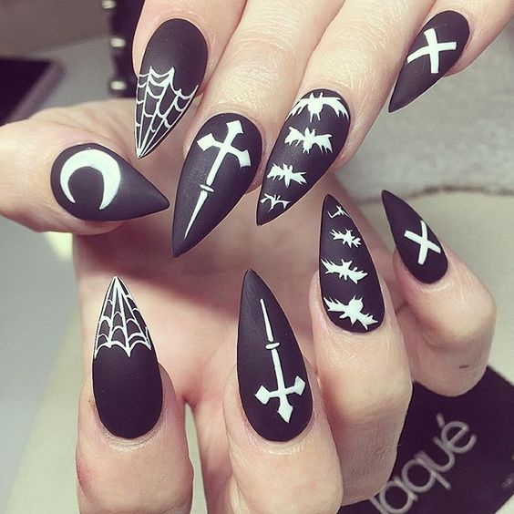 30 Cool and Easy Halloween nail art designs for Women img 30