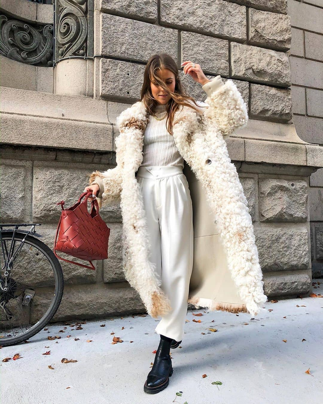 100+ Beautiful Winter Outfits Standout for Current Fashion Trends images 1
