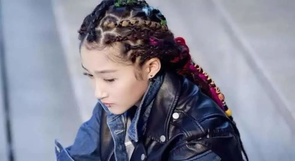 25 Cool Dreadlock Hairstyles For Women In 2020 images 3